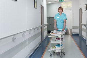szpital korytarz pielęgniarka