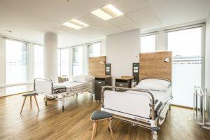 szpital pokój łóżko